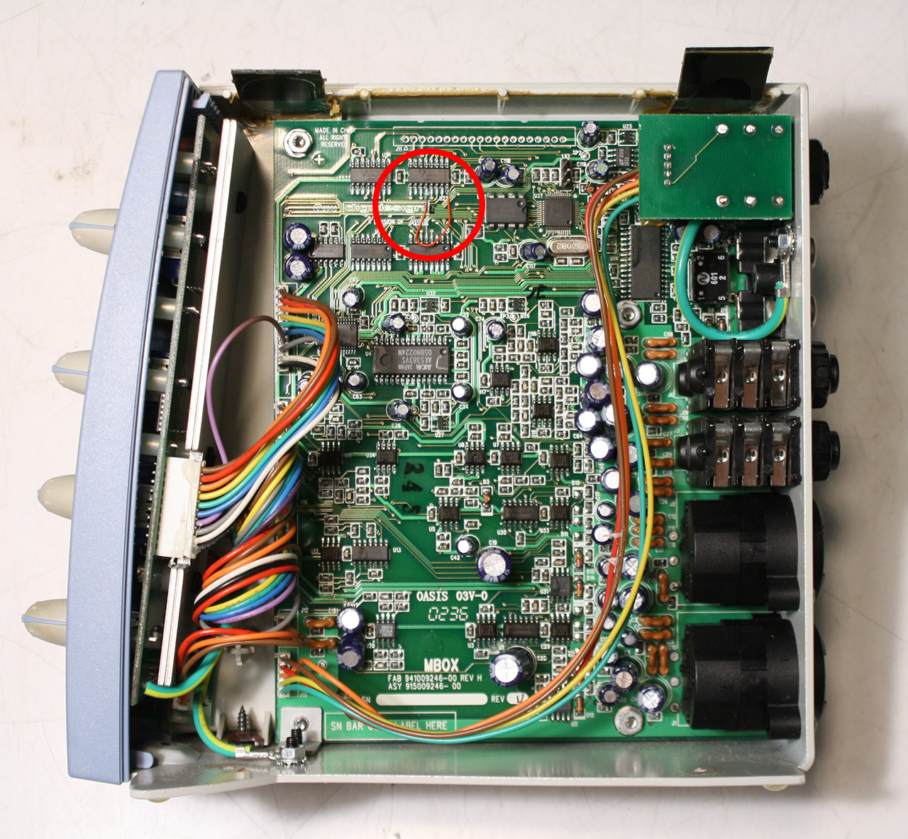 Digidesign Mbox 1 Standalone Mod Zach Poff How To Solder Wires When Circuit Bending Hacks Mods Circuitry Inside Wide